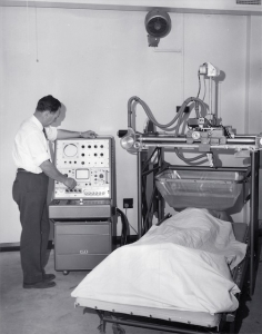 Reg Allan with Mk I breast scanner, Hickson Rd (1966)